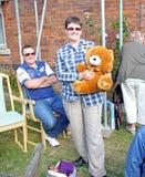 Ganador de la rifa del oso de peluche Foto de archivo