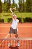 Ganador del tenis con el cubilete foto de archivo libre de regalías