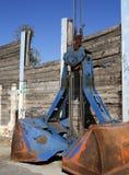 Gancho agarrador azul de la grúa. Imagenes de archivo