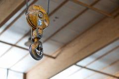 Gancho amarillo de la carga de honda de la horquilla Imagen de archivo libre de regalías