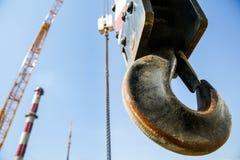 Gancho de una grúa de elevación móvil Foto de archivo