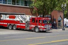 Gancio del corpo dei vigili del fuoco & camion dei vigili del fuoco della scala fotografie stock libere da diritti