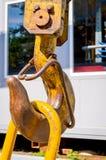 Gancio giallo della gru sul cantiere Chiuda sulla vista Immagine Stock