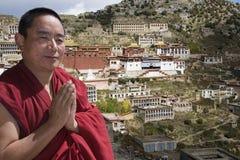 ganden klostermonken tibetana tibet Royaltyfria Bilder