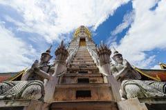 Gandharvas, Naga och stupaen Royaltyfria Bilder