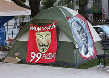 Gandhi en Anonieme Beelden op Occupy gelijkstroom Tent Stock Fotografie