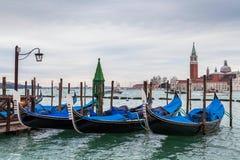 Gandolas langs het kanaal, Venetië Stock Foto's