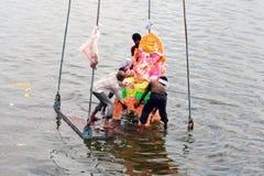 Ganesh浸没印度节日 免版税库存图片