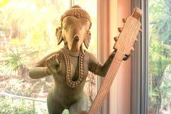 Ganesh Sacred som dyrkanen av det indiska folket i Hinduism fotografering för bildbyråer