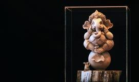 Ganesh statua Na tle jest czarnym sceną obrazy royalty free