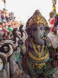 Ganesh Statue Standing med vänlighet Royaltyfri Fotografi