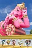 ganesha最大的桃红色雕象泰国 库存图片