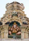 Ganesha雕象在楠迪寺庙顶部的在班格洛。 库存图片