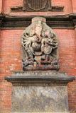 Ganesha雕象在Sundari Chowk之外的在Patan,尼泊尔 免版税库存图片
