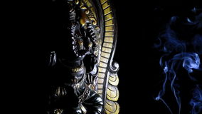 Ganesha,印度神形象,回旋在黑背景 股票视频