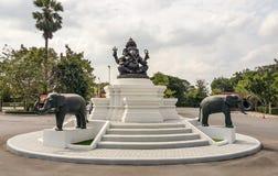 Ganesha, индусские божества уважается для много людей различных национальностей стоковые фото