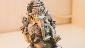 Ganesha - Dieu indien de l'abondance Statue Ganesha avec l'encens Photographie stock libre de droits