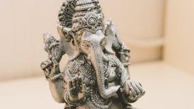 Ganesha - Dieu indien de l'abondance Statue Ganesha avec l'encens Photos stock