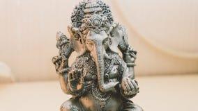 Ganesha - Dieu indien de l'abondance Statue Ganesha avec l'encens Image libre de droits