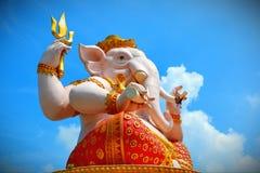 Ganesha en blauwe hemel stock afbeelding