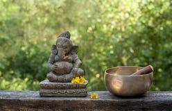 Ganesha en tibetan kom royalty-vrije stock afbeelding