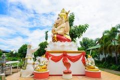 Ganesha, Hindoese God aan de kant Royalty-vrije Stock Afbeeldingen