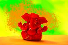 Ganesha - röda Ganapathi i vibrerande backgorund jpg royaltyfri bild