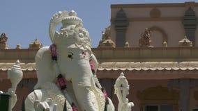 Ganesha-Statue vor Tempel stock video footage