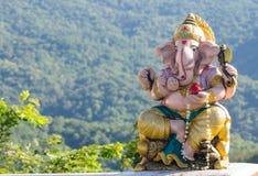 Ganeshi gudstaty på Thailand den buddistiska templet arkivbild