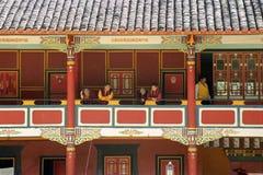 Gang in de Tempel van het Boeddhisme royalty-vrije stock afbeelding