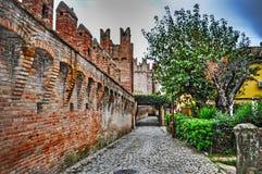 Gang durch Gradara-Stadtmauern Stockfotos