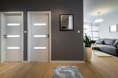 Woonkamer met grijze muren stock foto 39 s 11 woonkamer met grijze muren stock afbeeldingen stock - Woonkamer design bibliotheek ...