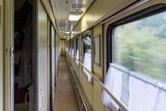 Gang in het compartiment van de trein Russische spoorweg royalty-vrije stock afbeeldingen