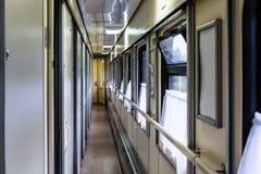 Gang in het compartiment van de trein Russische spoorweg royalty-vrije stock afbeelding