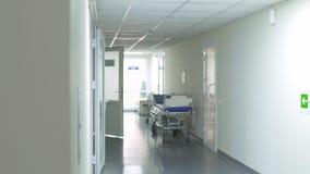 Gang in het ziekenhuis stock videobeelden