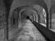 Gang in kathedraal van de stad Hildesheim, Duitsland stock foto's