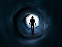 Gang in licht. Vlucht, paranormale doodsvisie, Stock Afbeelding
