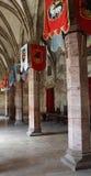 Gang met vlaggen in een middeleeuws kasteel Royalty-vrije Stock Foto's