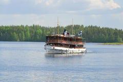 Gang op het Saimaa-meer door oud stoomschip ` Paul Wahl ` royalty-vrije stock foto