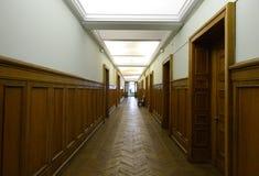 Gang van de Faculteit van Aardrijkskunde in het hoofdgebouw van de Universiteit van de Staat van Moskou op Musheuvels royalty-vrije stock afbeelding