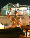 Ganga Aarti仪式在瓦腊纳西 免版税库存图片