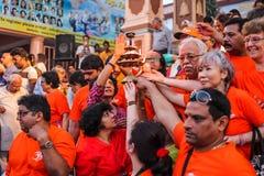 Ganga Aarti ceremonia w Parmarth Niketan ashram przy zmierzchem Rishikesh jest Światowym kapitałem joga, mnogich joga centres któ Obrazy Stock