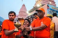 Ganga Aarti ceremonia w Parmarth Niketan ashram przy zmierzchem Rishikesh jest Światowym kapitałem joga, mnogich joga centres któ Zdjęcia Royalty Free