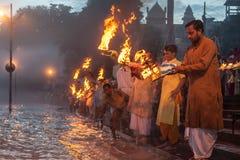 Ganga Arati imagenes de archivo