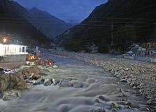 ganga gangotri hinduscy indu szaleje dzikiej rzeki zdjęcia royalty free