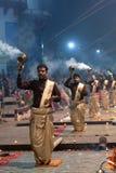 Ganga Maha Aarti Ceremony en Dasashvamedh Ghat en Varanasi Fotografía de archivo libre de regalías