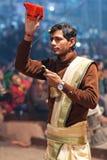 Ganga Maha Aarti Ceremony en Varanasi, la India Fotografía de archivo