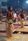 Ganga Maha Aarti Ceremony en Varanasi, la India Imágenes de archivo libres de regalías