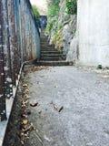 Gangen en steile stappen binnen Royalty-vrije Stock Foto
