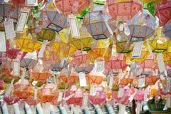 GANGHWA,韩国-, 7 2014年:在寺庙的轻的灯 图库摄影